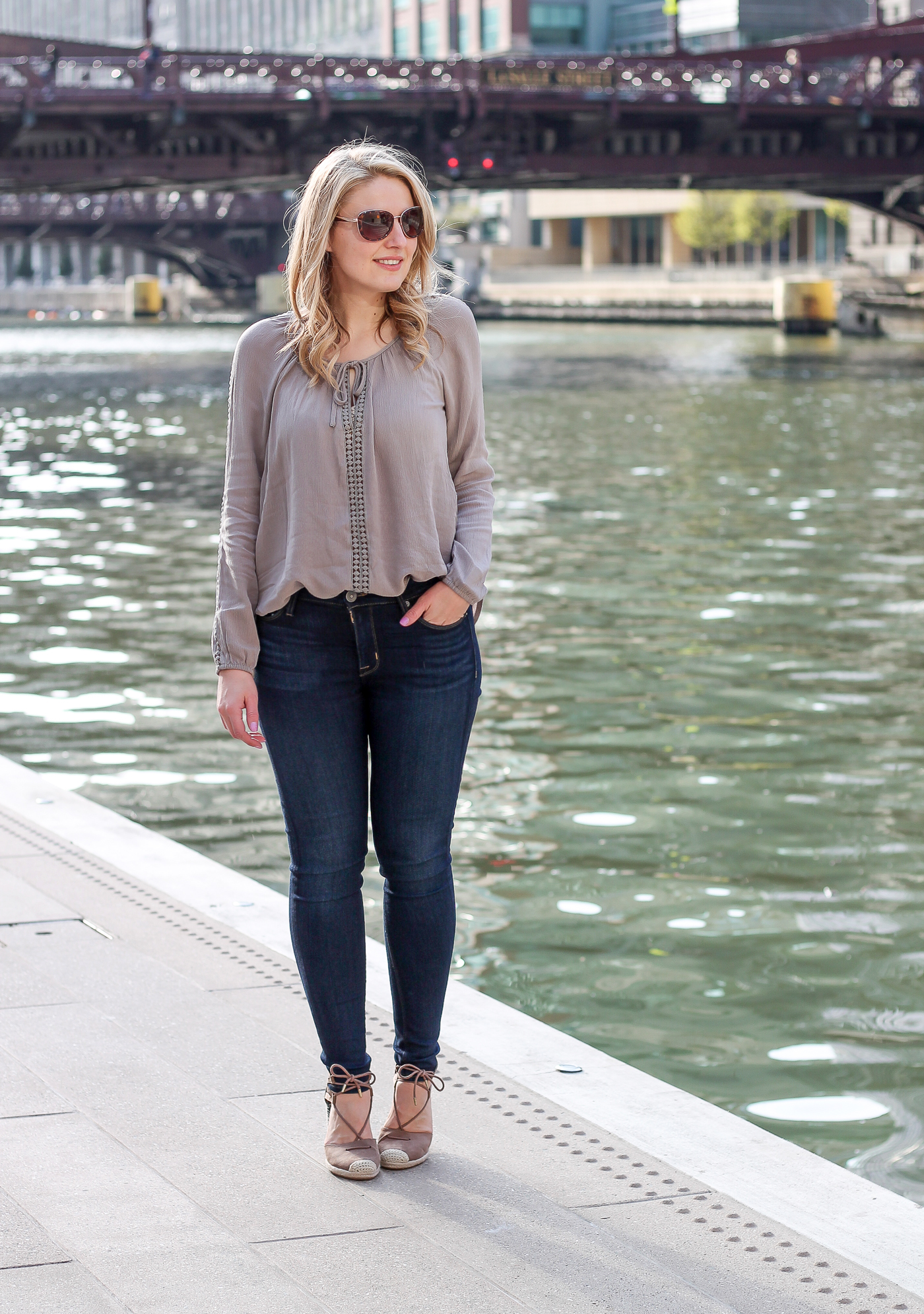 A tobi peseant blouse for a neutral spring day outfit